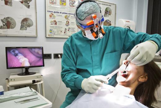 L'equipe medico dentistica al lavoro